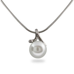 Single White Pearl Necklace in Sterling Silver