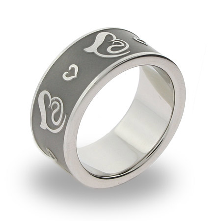 In Mothers Arms Engravable Message Ring