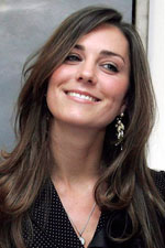 Kate Middleton looked extravagant in a black dress with natural stone and pearl earrings!