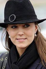 Kate Middleton keeps it simple with some Mother of Pearl Silver Drop earrings. Steal her style at Eve's Addiction!