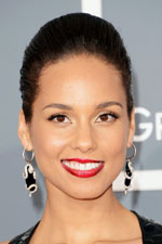 'Girl On Fire' Alicia Keys didn't miss a beat at the music Grammy Awards wearing a black designer dress with white and black dangle earrings and matching cocktail ring. Get her style at Eve's Addiction!