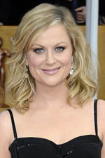 Amy Poehler�s dazzling earrings are the perfect complement to her sleek and sophisticated look.