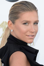 Almost unrecognizable, Kesha was beautiful in her simple black mini dress and chic teardrop studs!
