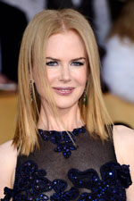 Classic as always, Nicole Kidman finds comfort on the red carpet with a beautiful Vivian Westwood gown and beautiful sapphire earrings.
