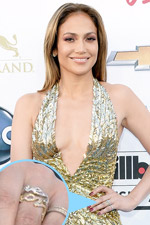 As always, Jennifer Lopez stunned us in her shimmering gold sheer gown and fabulous gold accesories like her script ring!