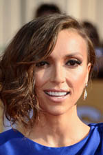 Giuliana Rancic is simply radiant on the Red Carpet. With a trendy hairstyle and stunning earrings, she gets a ten!