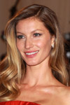 Gisele Bundchen has the perfect smile as well as the perfect jewelry with these sparkling flower earrings.